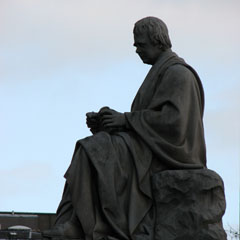 Statue of Sir Walter Scott.