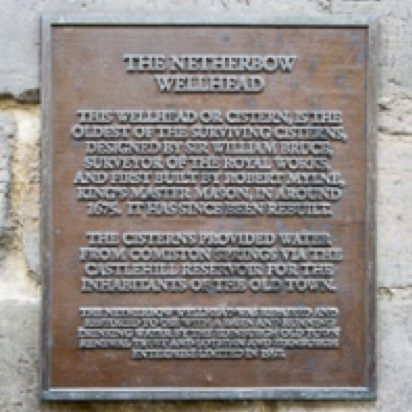 Plaque on the wellhead